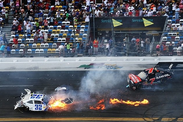 Kyle larson wreck final lap