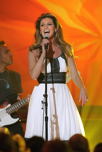 Singer Faith Hill performs onstage at the 2006 CMT Music Awards at the Curb Event Center at Belmont University April 10, 2006 in Nashville, Tennessee.