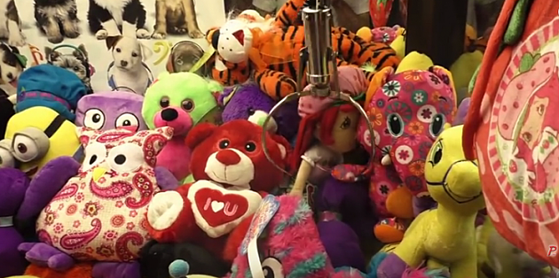 how to win a rigged claw machine